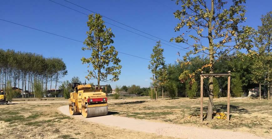 Creazione di parco privato con vialetti dal ben giardini for Livellare terreno